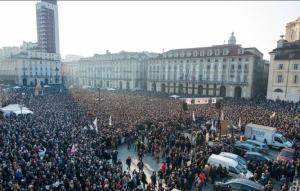 Folla per Grillo a Torino