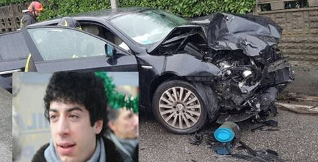 Schianto pazzesco: l'auto di Renzo Bossi distrutta. L'ambulanza ha portato via una donna…